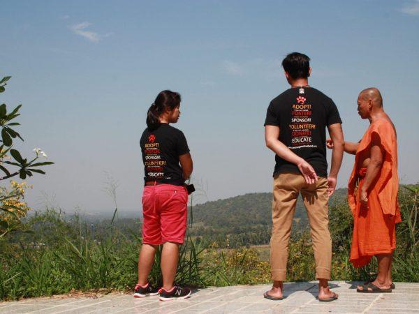 Ghet and Jok talking to Monk
